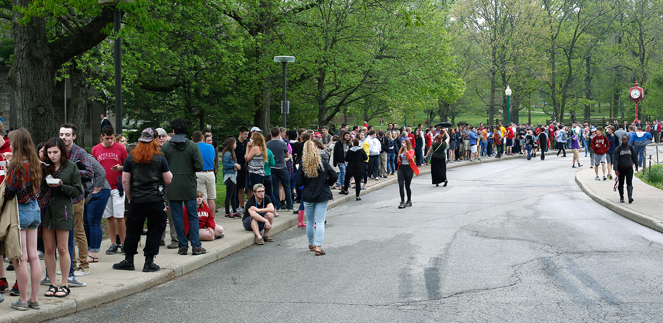 Thousands of people waited in line Wednesday afternoon to hear Sanders speak. | Photo by TJ Jaeger