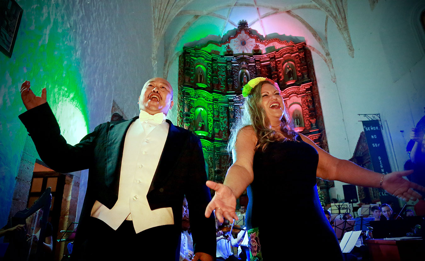Tenor Simon Kyung Lee and soprano and founder of ÒperaMaya Mary Grogan sing a duet during the ÒperaMaya summer music festival. | Courtesy photo